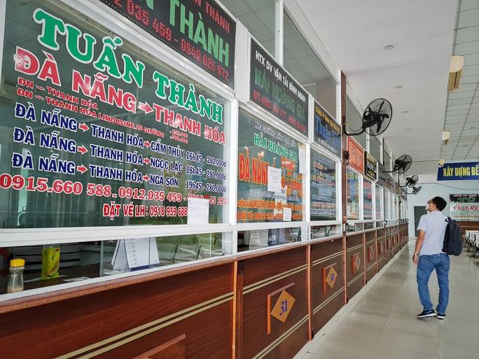 Bến xe Trung tâm Đà Nẵng vắng tanh trong ngày đầu vận tải đường bộ liên tỉnh được nối lại - Ảnh 5.
