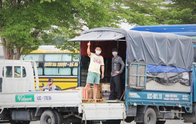 Bến xe Trung tâm Đà Nẵng vắng tanh trong ngày đầu vận tải đường bộ liên tỉnh được nối lại - Ảnh 6.