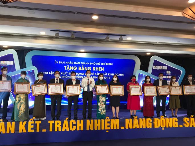 Chủ tịch UBND TP HCM kêu gọi doanh nghiệp thi đua khôi phục kinh tế - Ảnh 1.