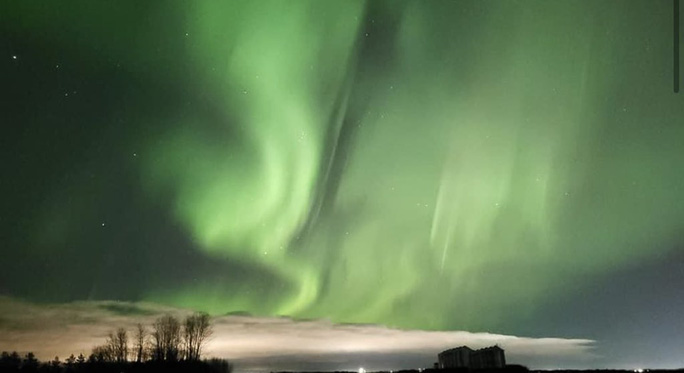 Hình ảnh ngoạn mục khi bão Mặt Trời đổ bộ Trái Đất - Ảnh 7.