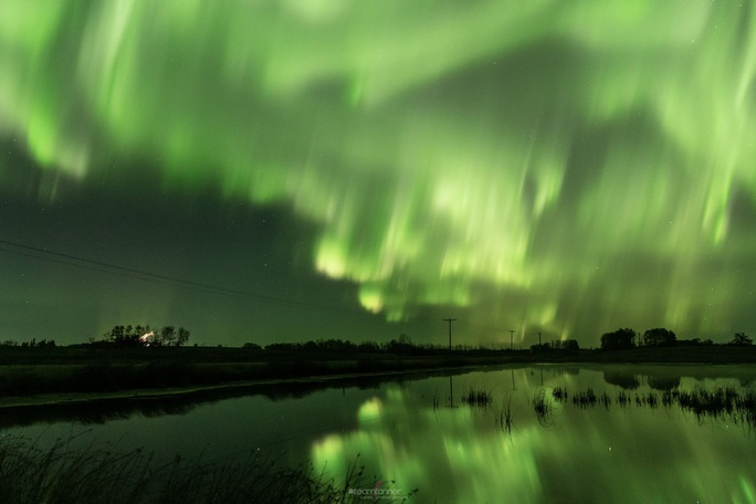 Hình ảnh ngoạn mục khi bão Mặt Trời đổ bộ Trái Đất - Ảnh 3.