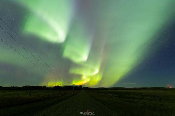 Hình ảnh ngoạn mục khi bão Mặt Trời đổ bộ Trái Đất - Ảnh 6.
