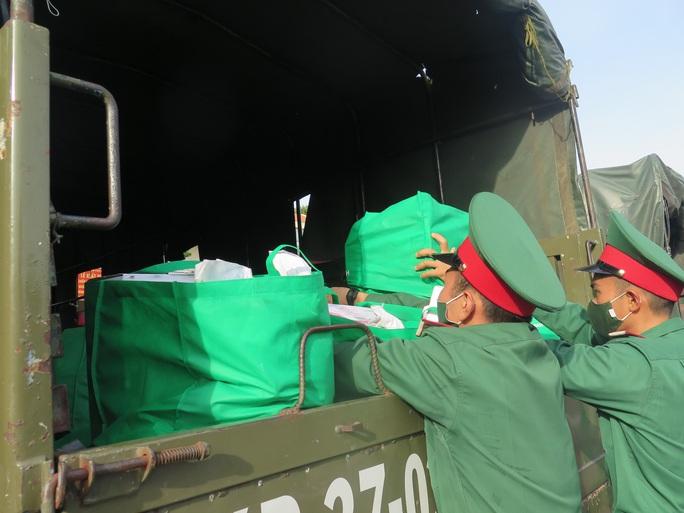 Hôm nay 13-10, bộ đội tăng cường cho TP HCM bắt đầu rút quân - Ảnh 1.