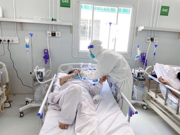 Ngày 13-10, thêm 1.191 người khỏi bệnh, số ca mắc Covid-19 ở TP HCM 2 tuần qua giảm mạnh - Ảnh 2.