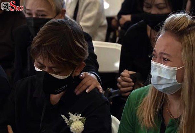 Nghệ sĩ cùng đông đảo khán giả dự tang lễ Phi Nhung - Ảnh 3.