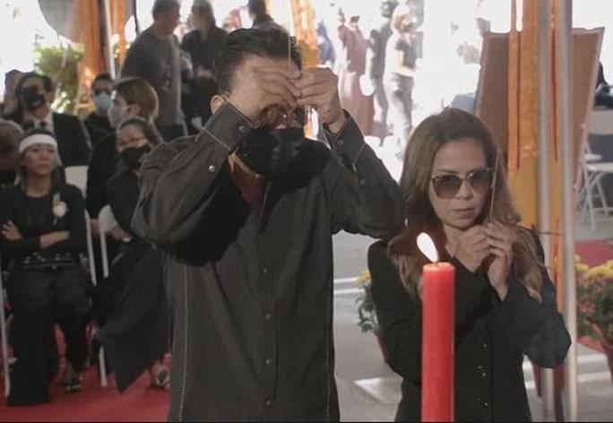 Nghệ sĩ cùng đông đảo khán giả dự tang lễ Phi Nhung - Ảnh 6.