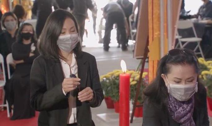 Nghệ sĩ cùng đông đảo khán giả dự tang lễ Phi Nhung - Ảnh 9.