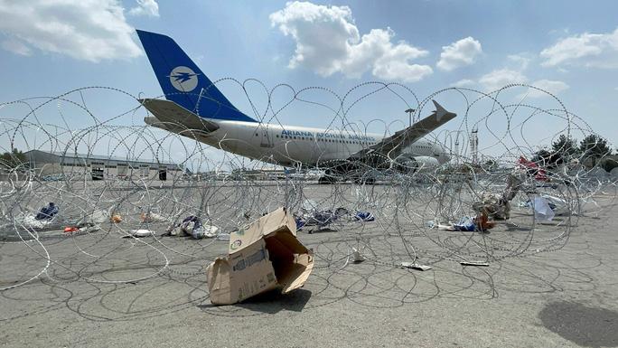 Không quân Mỹ tiết lộ chuyện động trời ở sân bay Kabul - Ảnh 1.