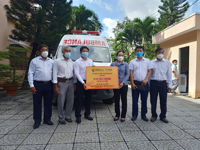 8 tỉnh, thành miền Tây được tặng xe cứu thương chuyển bệnh nhân Covid-19 - Ảnh 1.