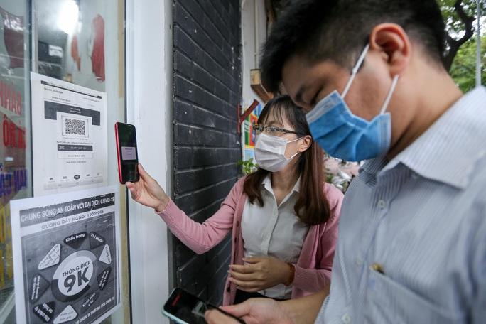 CLIP: Nườm nượp người dân đến ăn sáng tại quán ở Hà Nội - Ảnh 2.