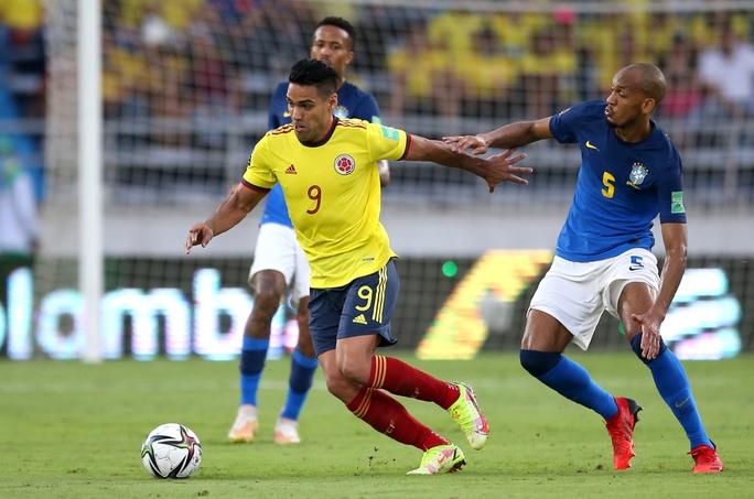 Lập cầu hàng không đưa cầu thủ Nam Mỹ về đá Ngoại hạng Anh - Ảnh 1.
