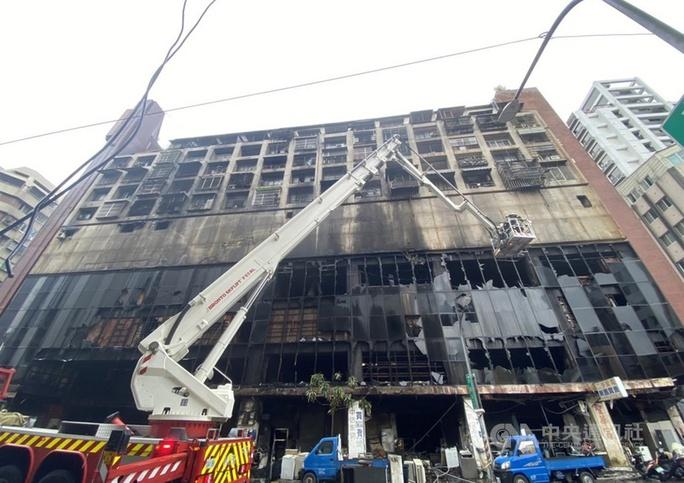 Đài Loan: Nổ lớn, tòa nhà 13 tầng cháy suốt đêm, 46 người chết - Ảnh 4.