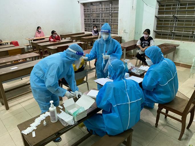Quảng Nam: Ổ dịch ở Phước Sơn đã có 43 ca Covid-19, riêng 1 trường học 36 ca - Ảnh 1.