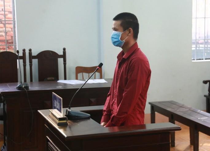 12 tháng tù cho đối tượng vượt chốt, tông xe vào công an - Ảnh 2.