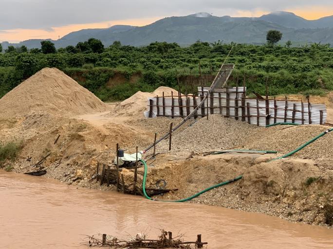 CLIP: Kinh hãi với cảnh sông Ayun bị bức tử - Ảnh 3.