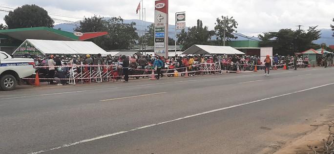 CSGT dẫn đường cho gần 2.000 người Ninh Thuận chạy xe máy về quê - Ảnh 4.