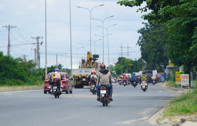 CSGT dẫn đường cho gần 2.000 người Ninh Thuận chạy xe máy về quê - Ảnh 1.