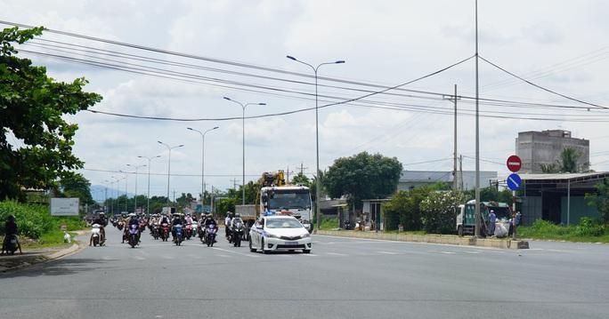 CSGT dẫn đường cho gần 2.000 người Ninh Thuận chạy xe máy về quê - Ảnh 2.