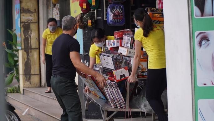Người dân quay lại làm việc, đường phố TP HCM đông nghẹt ngày đầu tuần - Ảnh 19.