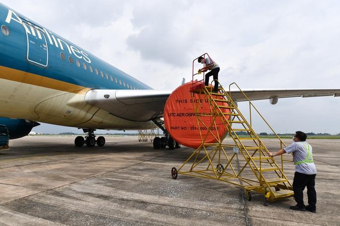 Hàng không tăng cường bảo dưỡng máy bay trước ngày nối lại bay nội địa - Ảnh 4.