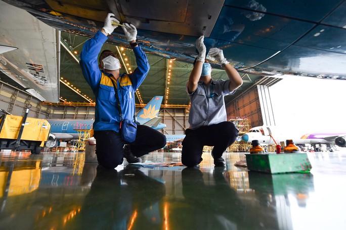 Hàng không tăng cường bảo dưỡng máy bay trước ngày nối lại bay nội địa - Ảnh 10.