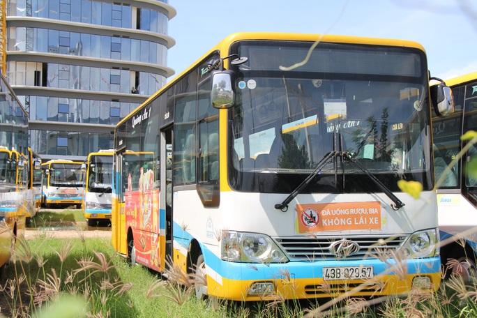 Đà Nẵng: Xe buýt vắng khách, tài xế taxi rầu rĩ  - Ảnh 6.