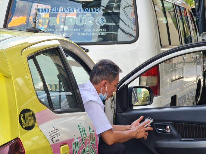 Đà Nẵng: Xe buýt vắng khách, tài xế taxi rầu rĩ  - Ảnh 5.