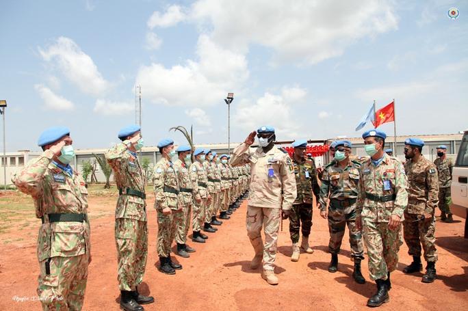 Đoàn Cố vấn quân sự Liên Hiệp Quốc làm việc với bệnh viện dã chiến Việt Nam - Ảnh 1.