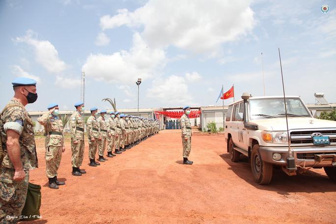 Đoàn Cố vấn quân sự Liên Hiệp Quốc làm việc với bệnh viện dã chiến Việt Nam - Ảnh 3.