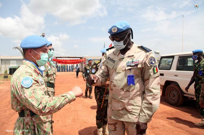 Đoàn Cố vấn quân sự Liên Hiệp Quốc làm việc với bệnh viện dã chiến Việt Nam - Ảnh 7.