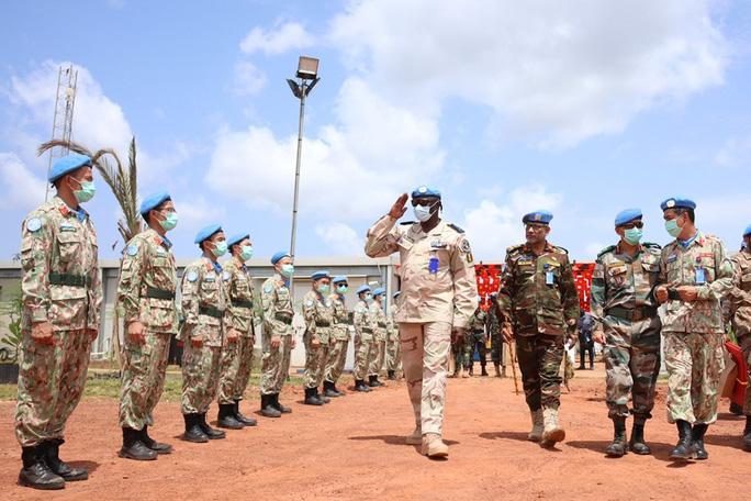 Đoàn Cố vấn quân sự Liên Hiệp Quốc làm việc với bệnh viện dã chiến Việt Nam - Ảnh 6.