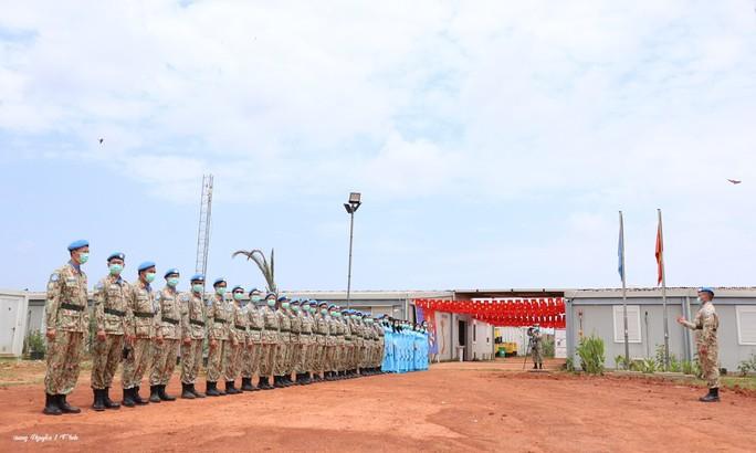 Đoàn Cố vấn quân sự Liên Hiệp Quốc làm việc với bệnh viện dã chiến Việt Nam - Ảnh 2.