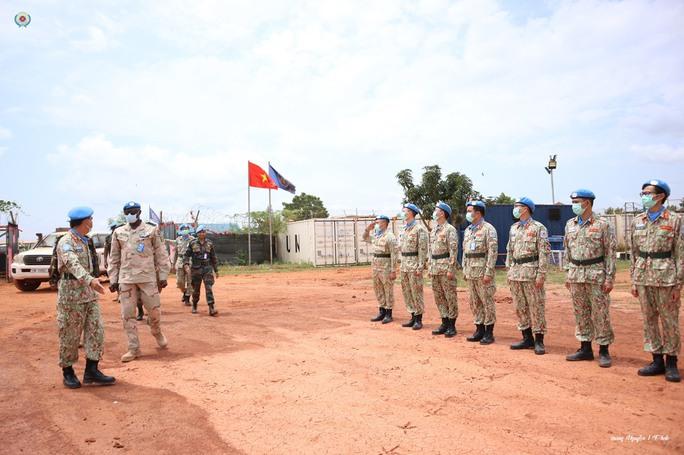Đoàn Cố vấn quân sự Liên Hiệp Quốc làm việc với bệnh viện dã chiến Việt Nam - Ảnh 5.