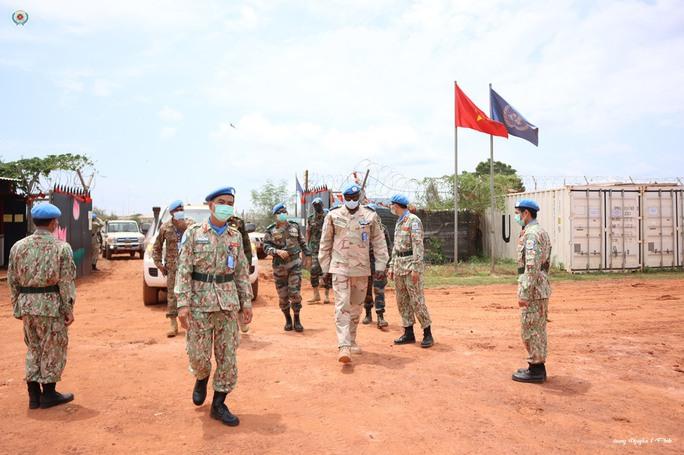 Đoàn Cố vấn quân sự Liên Hiệp Quốc làm việc với bệnh viện dã chiến Việt Nam - Ảnh 4.