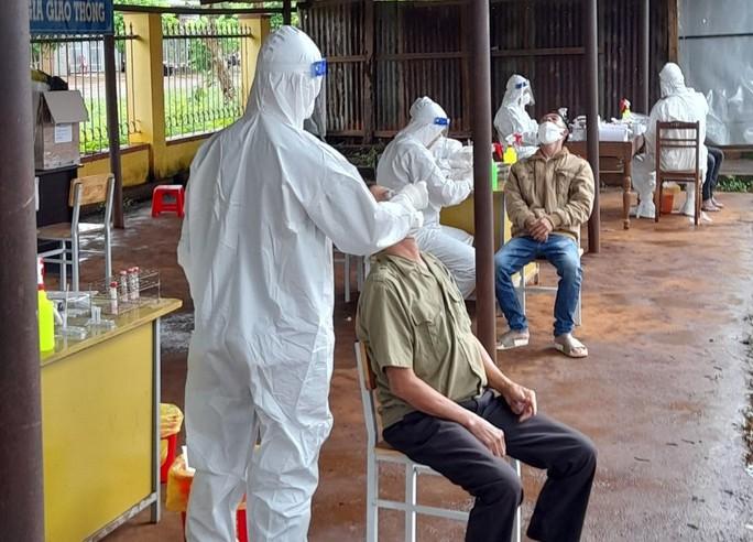 Đắk Lắk: 39 trường hợp nhiễm SARS-CoV-2 tại ổ dịch khu chợ - Ảnh 1.