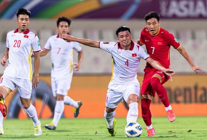 Tạo hai siêu phẩm vào lưới Trung Quốc nhưng tuyển Việt Nam vẫn trắng tay - Ảnh 2.