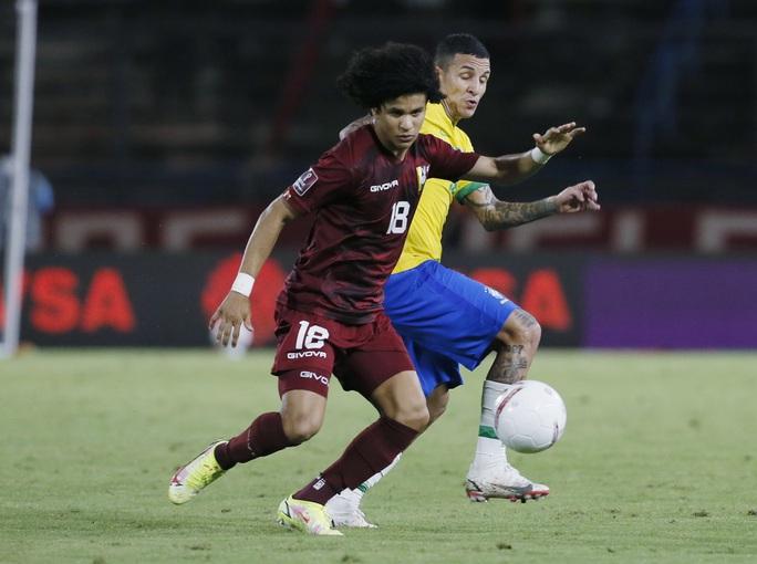 Ngược dòng siêu hạng, Brazil vững ngôi đầu vòng loại World Cup Nam Mỹ - Ảnh 1.