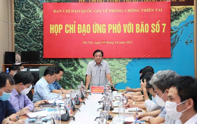 Bộ trưởng Lê Minh Hoan: Cần lên kịch bản ứng phó với 3 cơn bão liên tiếp và mưa lũ lớn  - Ảnh 1.