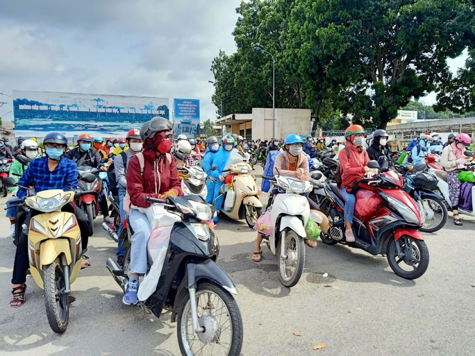 Đồng Nai đã đón hơn 2.400 người từ TP HCM, Bình Dương về quê - Ảnh 3.