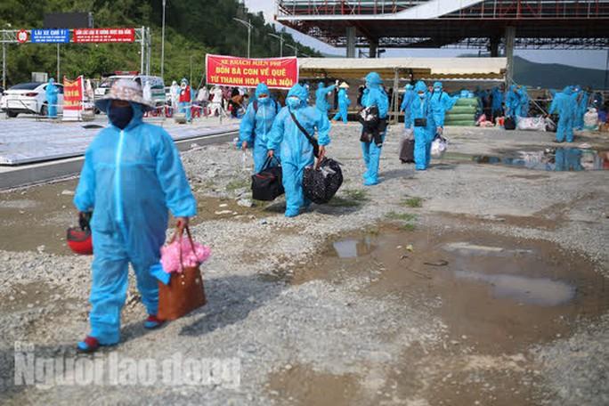 Đà Nẵng có xe khách chở miễn phí người dân từ phía Nam về quê - Ảnh 2.