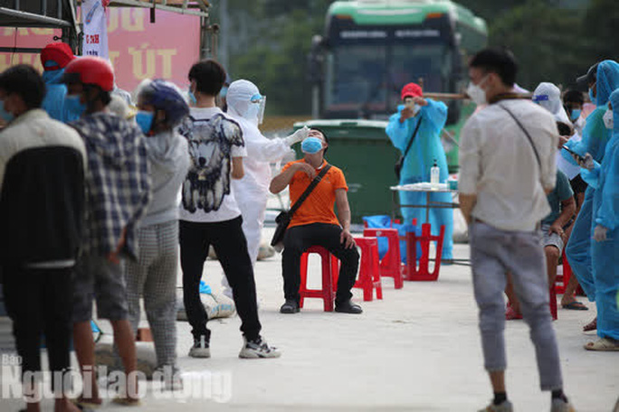 Đà Nẵng có xe khách chở miễn phí người dân từ phía Nam về quê - Ảnh 1.