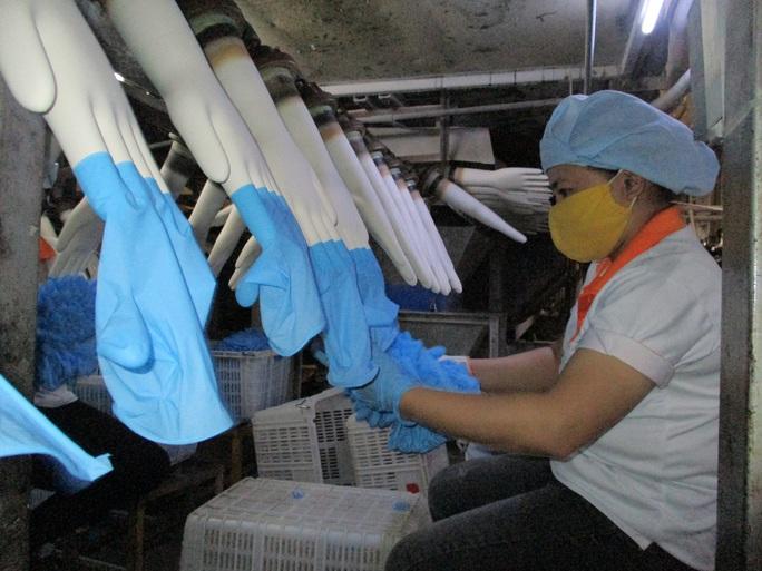 Sản xuất găng tay y tế kín đơn hàng đến năm 2022 - Ảnh 1.