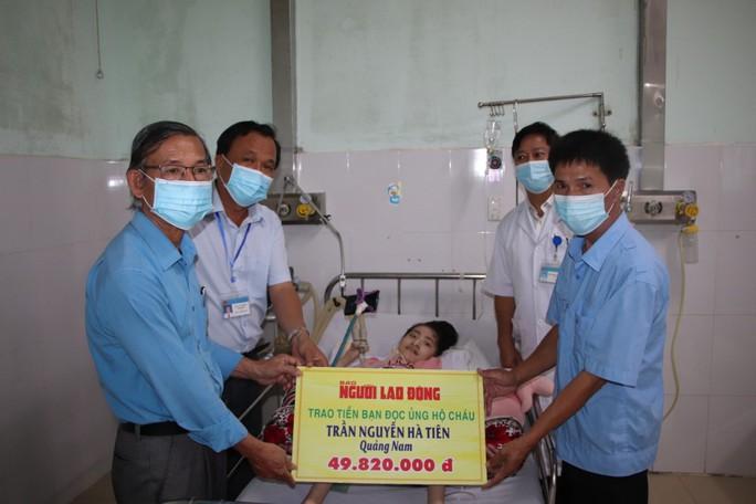 Người cha 8 năm đón Tết cùng con ở bệnh viện: Trao 49,82 triệu đồng của bạn đọc gửi tặng - Ảnh 1.