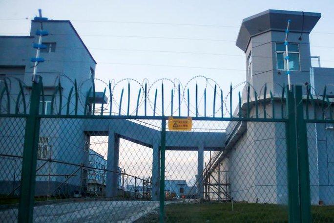Chơi rắn, EU lần đầu trừng phạt quan chức Trung Quốc sau 32 năm - Ảnh 1.