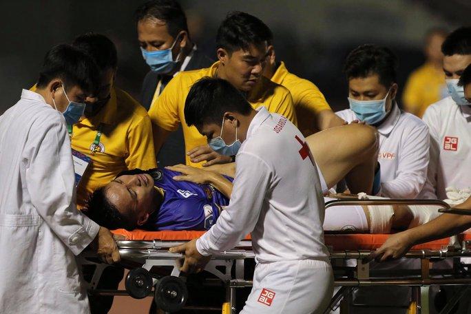 Chấn thương kinh hoàng của Hùng Dũng che mờ trận Hà Nội hạ gục TP HCM - Ảnh 7.