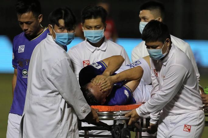 Clip: Đỗ Hùng Dũng chấn thương kinh hoàng, HLV Park Hang-seo lo lắng - Ảnh 5.