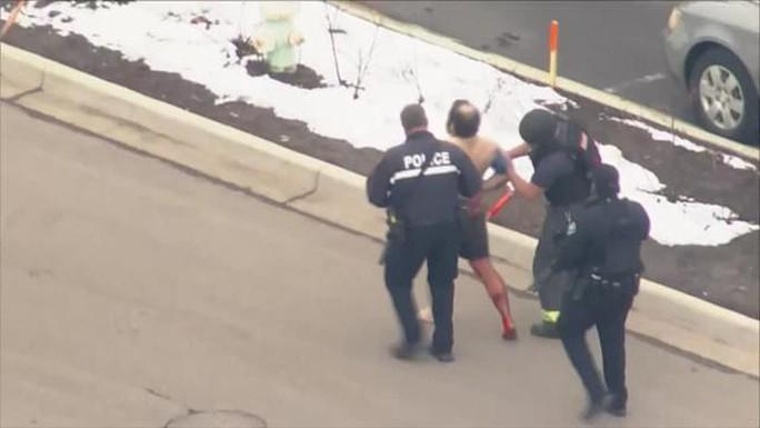 Mỹ: Xả súng trong cửa hàng tạp hóa, ít nhất 10 người chết - Ảnh 2.