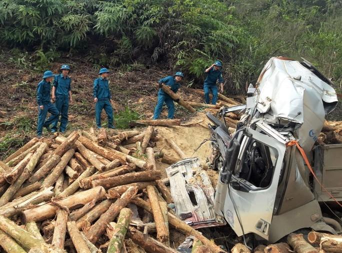 CLIP: Hiện trường vụ tai nạn thảm khốc khiến 7 người thiệt mạng - Ảnh 4.