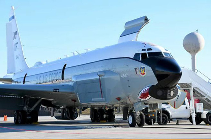 Máy bay do thám Mỹ áp sát, chỉ cách Trung Quốc 25 hải lý - Ảnh 2.