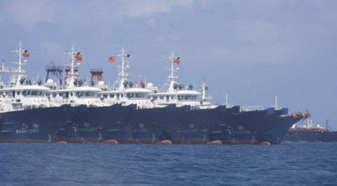 Mỹ lên tiếng trước vụ hàng trăm tàu dân binh Trung Quốc ở biển Đông - Ảnh 1.